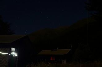 Otoczenie Aspiring Hut w nocy