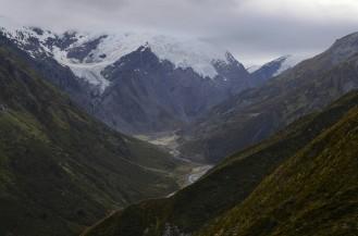Gdzie góry chmurom dłoń podają, na szlaku jeszcze sucho...